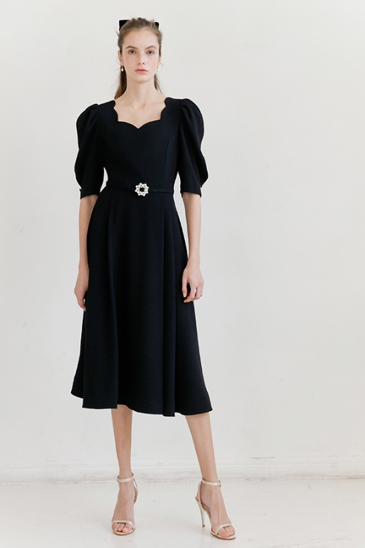 [6/2 예약배송] FLORA scalloped neck short puff-sleeve flared dress (Black)